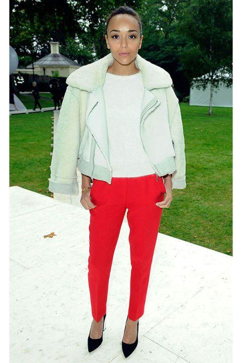 Clothing, Sleeve, Textile, Outerwear, White, Collar, Style, Street fashion, Blazer, Knee,