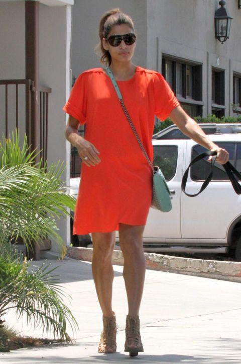 Clothing, Eyewear, Vision care, Sleeve, Shoulder, Human leg, Sunglasses, Joint, Bag, Fashion accessory,
