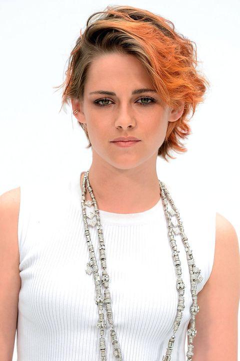 Lip, Hairstyle, Eye, Chin, Shoulder, Eyebrow, Jewellery, Eyelash, Chest, Fashion accessory,