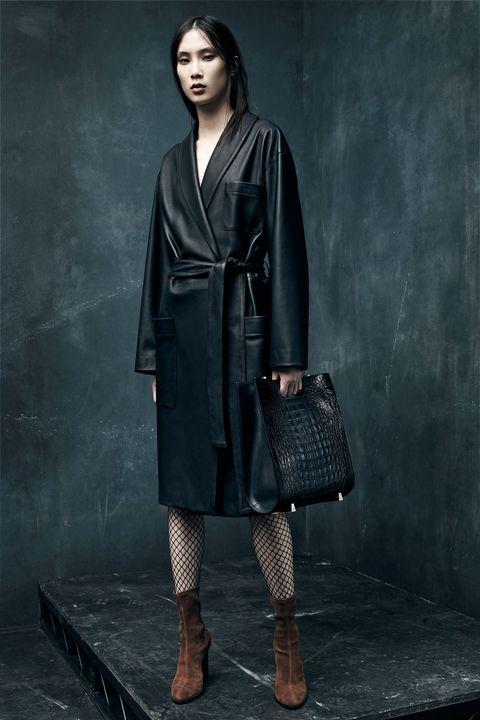Sleeve, Textile, Style, Street fashion, Fashion, Knee, Black, Leather, Pattern, Grey,