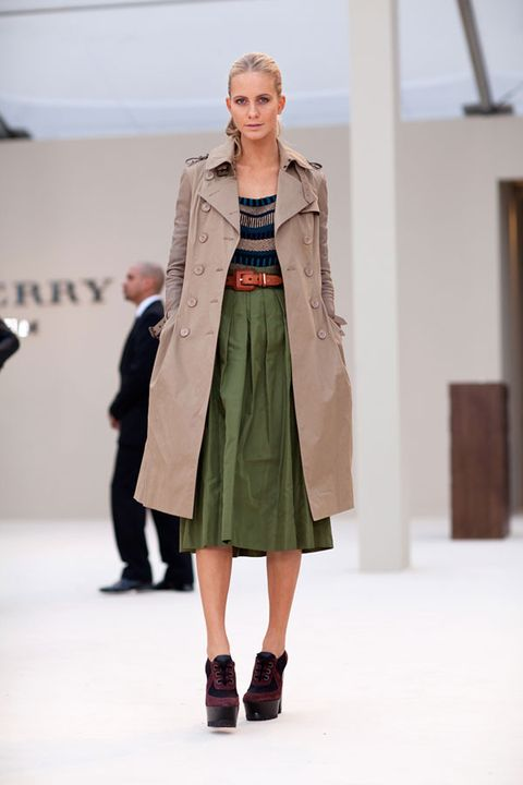 Clothing, Brown, Shoulder, Fashion show, Joint, Outerwear, Runway, Style, Fashion model, Street fashion,