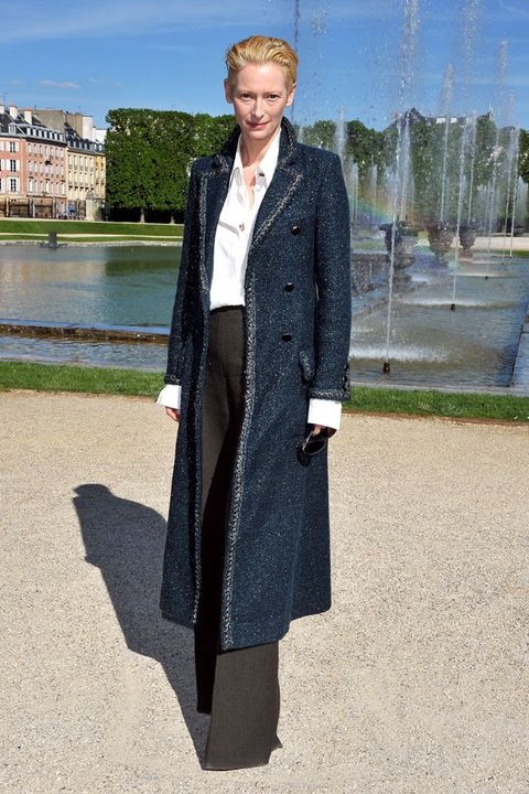 Coat, Sleeve, Fountain, Outerwear, Collar, Overcoat, Street fashion, Blazer, Water feature, Jacket,