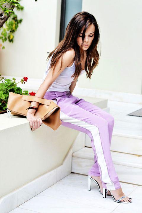Hair, Shoulder, White, Style, Sitting, Beauty, Fashion accessory, Purple, Fashion, Knee,