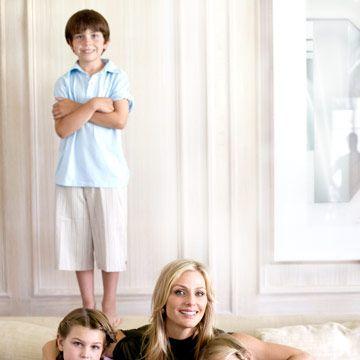 elizabeth tisch sitting with her children on a couch