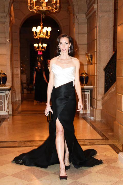 Shoulder, Style, Waist, Light fixture, Fashion, Chandelier, High heels, Fashion model, Foot, Court shoe,