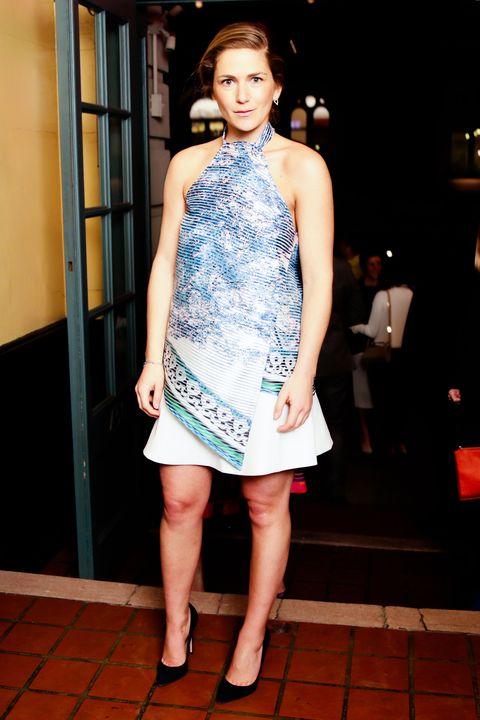 Leg, Human leg, Shoulder, Dress, Joint, One-piece garment, Style, Formal wear, Day dress, Cocktail dress,