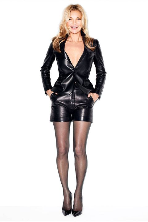 Sleeve, Shoulder, Human leg, Textile, Joint, Standing, Style, Fashion model, Waist, Knee,