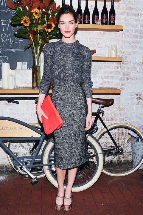 Dress, Bicycle wheel rim, Bicycle tire, Shoe, Bicycle frame, Bicycle, Bag, Bicycle part, Style, Bicycle wheel,