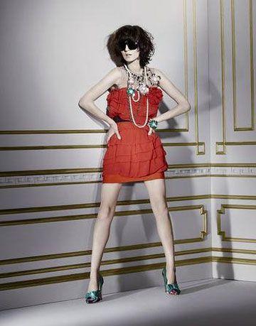 Leg, Human leg, Shoulder, Joint, Shoe, Standing, Waist, Style, One-piece garment, Dress,