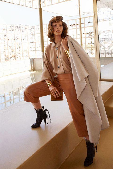Footwear, Shoe, Sleeve, Textile, Outerwear, Human leg, High heels, Style, Bag, Knee,