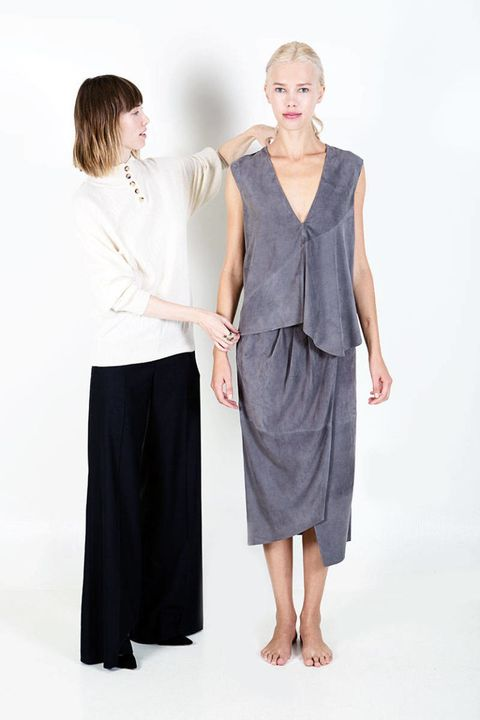 Clothing, Sleeve, Human body, Shoulder, Standing, Joint, Waist, One-piece garment, Dress, Fashion,