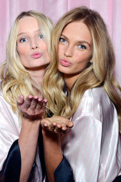 Finger, Lip, Eyelash, Beauty, Blond, Long hair, Step cutting, Nail, Brown hair, Layered hair,