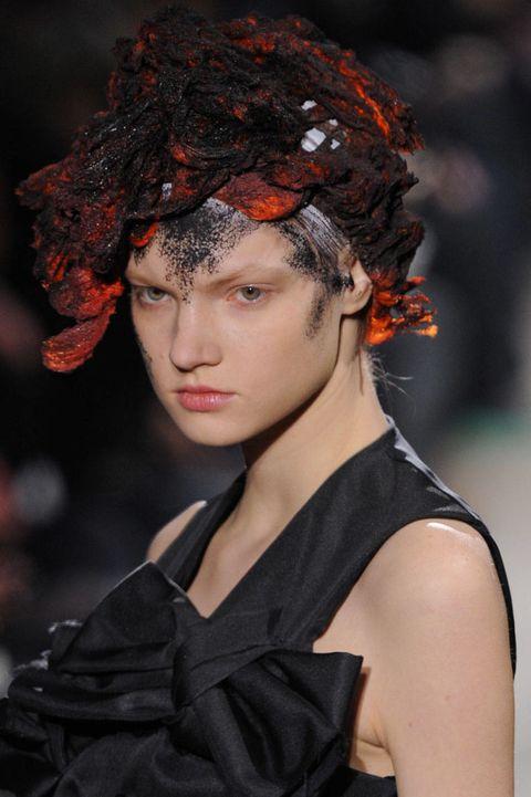 Lip, Hairstyle, Style, Headgear, Fashion, Beauty, Fashion model, Hair accessory, Model, Portrait photography,