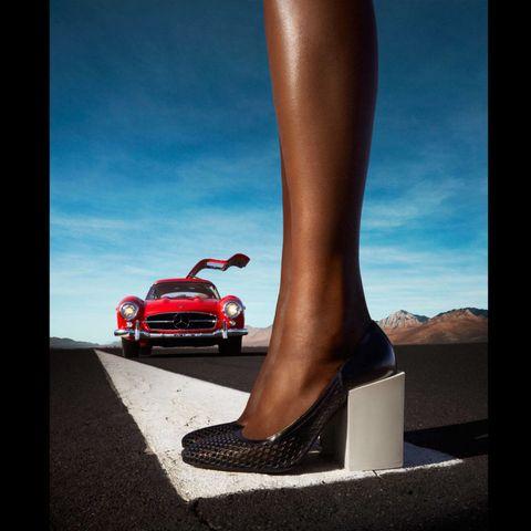 Automotive design, Human leg, Automotive lighting, Hood, Bumper, Grille, Foot, Calf, Toe, Auto part,