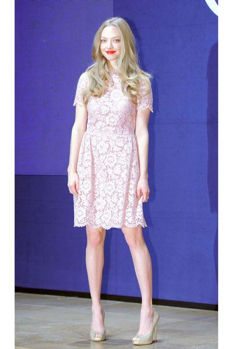 Sleeve, Human leg, Shoulder, Dress, Shoe, Joint, One-piece garment, Style, Fashion model, Fashion show,