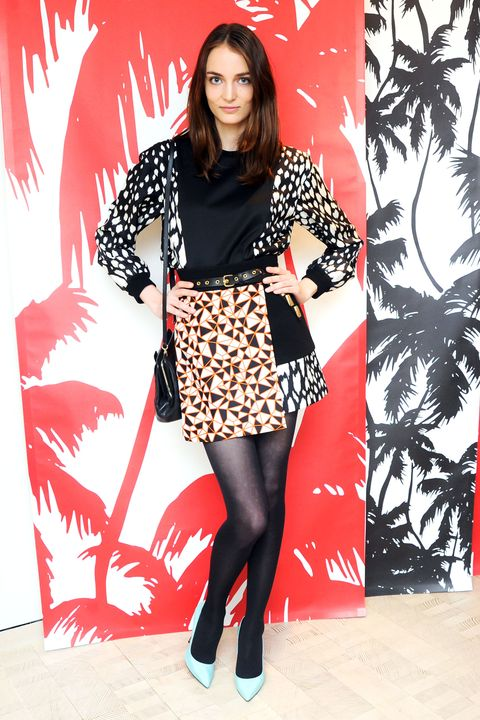 Sleeve, Red, Style, Pattern, Knee, Street fashion, Fashion, Tights, Fashion model, Thigh,