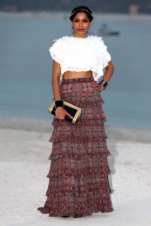 Clothing, Sleeve, Shoulder, Textile, White, Style, Waist, Summer, Street fashion, Fashion accessory,