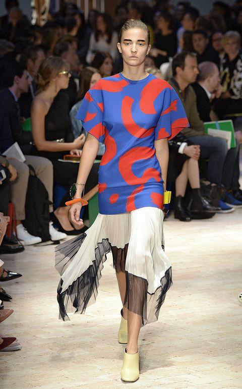 Clothing, Leg, Human, Human body, Shoulder, Human leg, Joint, Style, Fashion show, Waist,