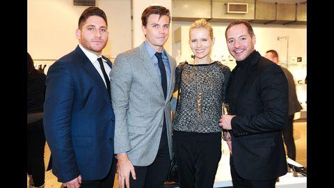 Coat, Dress shirt, Trousers, Collar, Shirt, Suit trousers, Outerwear, Suit, Blazer, Tie,