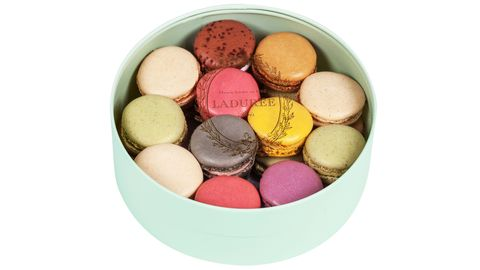Macaroon, Sweetness, Food, Dessert, Pink, Finger food, Colorfulness, Ingredient, Confectionery, Baked goods,