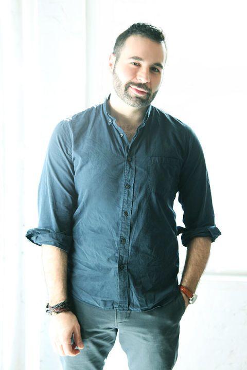 Dress shirt, Collar, Sleeve, Trousers, Shoulder, Denim, Shirt, Textile, Elbow, Hand,