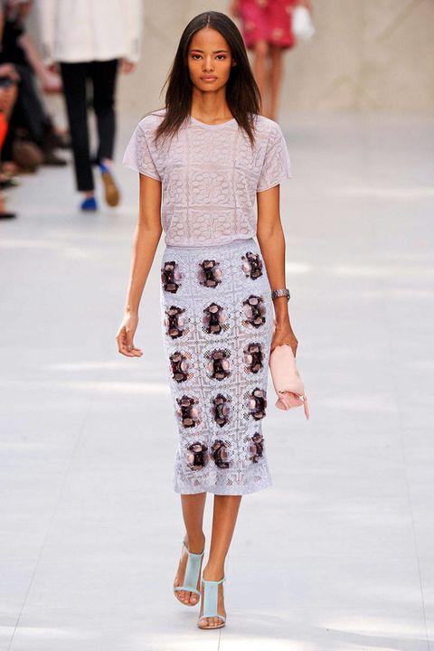 Clothing, Leg, Shoulder, Fashion show, Joint, Fashion model, Style, Street fashion, Waist, Knee,