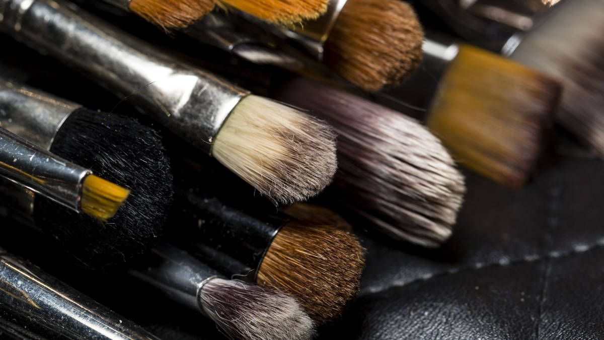 How To Clean Your Makeup Brushes Brush Cleaning Tips The Wet Prints Daisy
