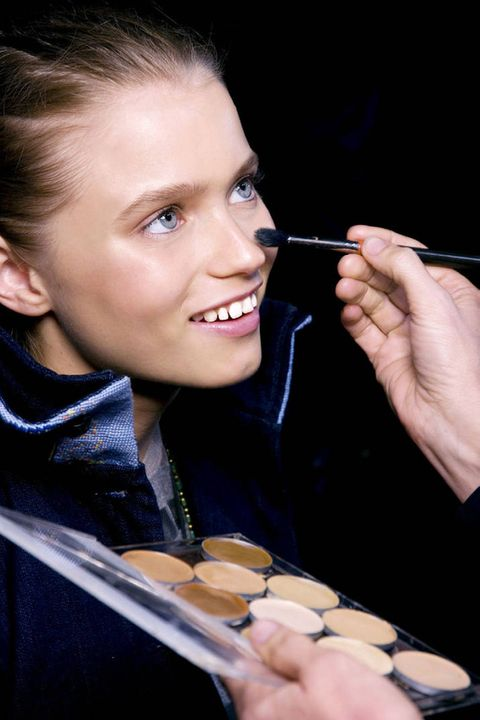How To Apply Base Face Makeup