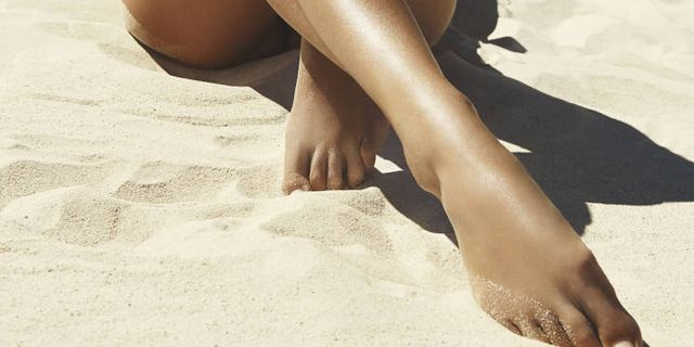 8 Insider Secrets for a Painless Wax and a Bump-Free Recovery