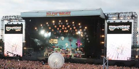 Crowd, Stage equipment, People, Entertainment, Stage, Audience, Performing arts, Music, Music venue, Performance,