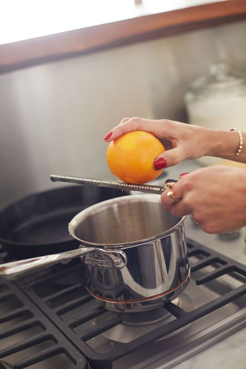 Kitchen stove, Cookware and bakeware, Stove, Cooking, Kitchen, Major appliance, Kitchen appliance accessory, Cooktop, Fruit, Ingredient,
