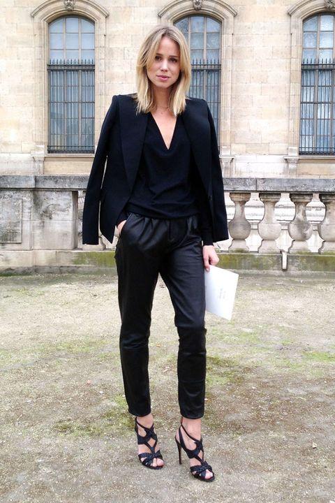 Clothing, Footwear, Window, Collar, Outerwear, Style, Coat, Street fashion, High heels, Formal wear,