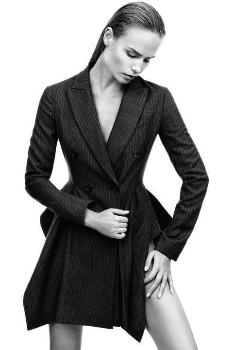 Clothing, Collar, Sleeve, Shoulder, Textile, Standing, Joint, Coat, Dress shirt, Formal wear,
