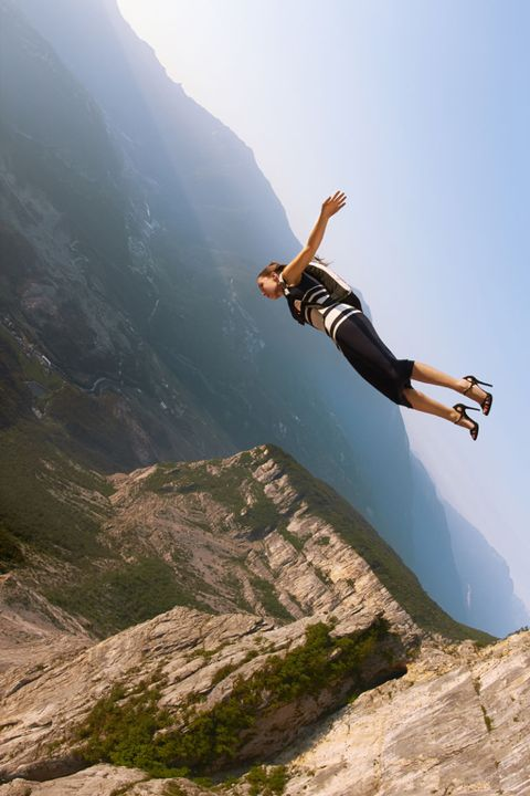Mountainous landforms, Human leg, Happy, People in nature, Mountain, Elbow, Adventure, Knee, Vacation, Slope,