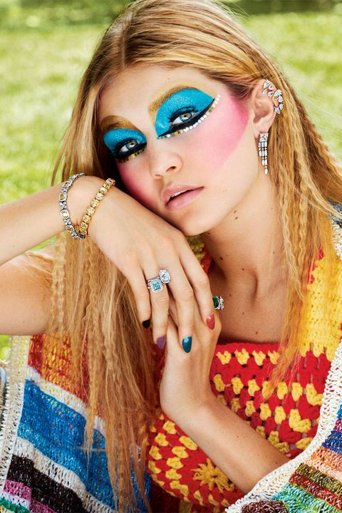 Finger, Lip, Hairstyle, Skin, Eyelash, Jewellery, Style, Earrings, Nail, Wrist,