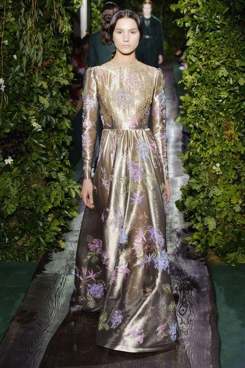 Dress, Formal wear, Gown, Purple, Fashion model, Haute couture, Model, One-piece garment, Street fashion, Day dress,