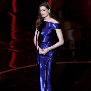 anne hathaway presenting at 8rd annual academy awards
