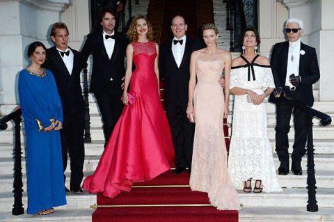 Coat, Trousers, Dress, Suit, Outerwear, Formal wear, Gown, Flooring, Fashion, Carpet,