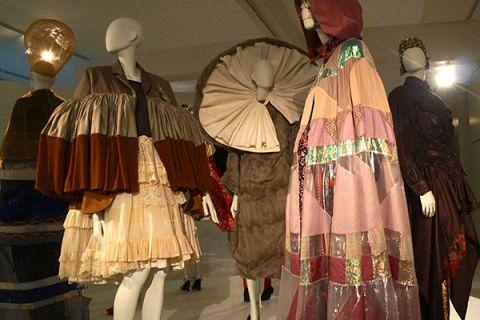 Headgear, Costume design, Fashion, Costume, Mannequin, Costume accessory, Sun hat, Victorian fashion, Fashion design, Ruffle,