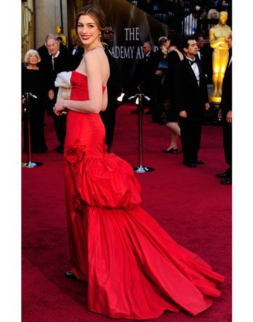 anne hathaway 83rd academy awards red carpet