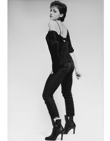 Sleeve, Joint, Human leg, Jeans, Style, High heels, Knee, Boot, Fashion, Monochrome,