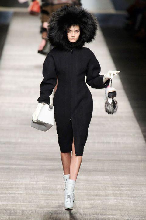 Human leg, Style, Street fashion, Fur clothing, Fashion, Fashion model, Natural material, Knee, Fur, Waist,