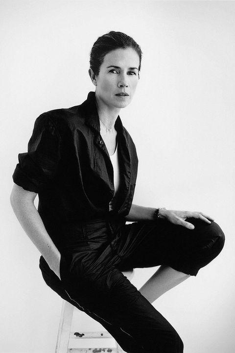 Dress shirt, Collar, Sleeve, Trousers, Human body, Shoulder, Shirt, Sitting, Photograph, Standing,