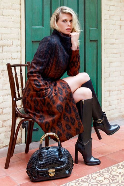 Clothing, Brown, Human leg, Joint, Outerwear, Style, Knee, Sitting, Street fashion, Dress,