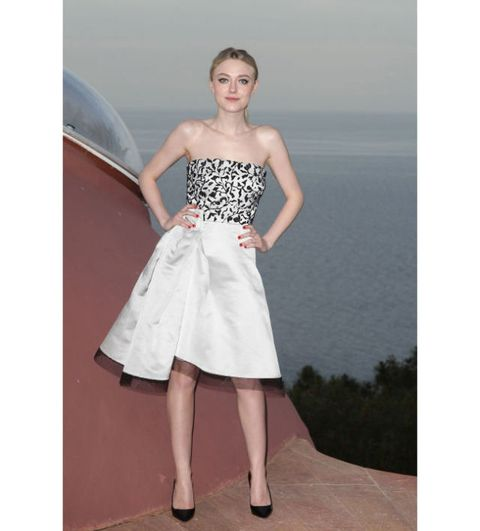 Clothing, Shoulder, Joint, Waist, Summer, Fashion, Neck, Day dress, One-piece garment, Strapless dress,