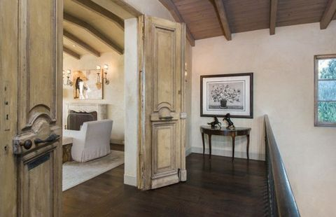 Wood, Room, Interior design, Floor, Property, Flooring, Ceiling, Wall, Hardwood, Picture frame,