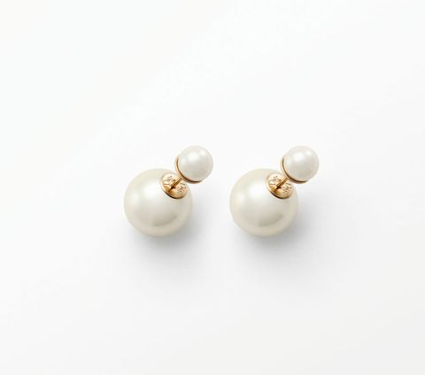 Fashion accessory, Pearl, Natural material, Metal, Ivory, Body jewelry, Earrings, Gemstone, Silver, Craft,