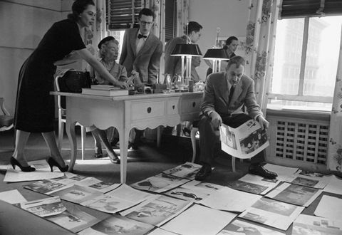 Interaction, Conversation, Monochrome, Black-and-white, Bag, Employment, Monochrome photography, Desk, Writing desk, Baggage,