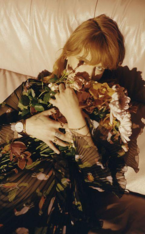 Wrist, Nail, Floral design, Bracelet, Brown hair, Flower Arranging, Floristry, Day dress, Cut flowers, Rose,