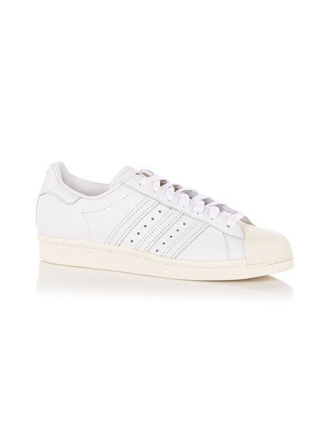 "<p>Adidas, € 125 - verkrijgbaar via <a href=""https://go.shoppable.nl/r/8330028/4334380/ext"" target=""_blank"">debijenkorf.nl</a></p>"